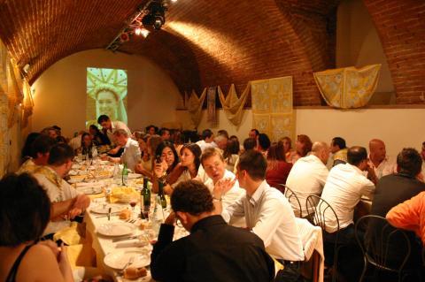 Cena 'a tema' con intrattenimenti storici